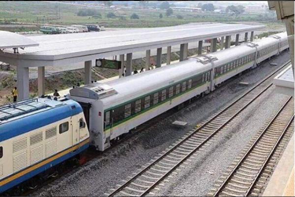 President-Buhari-Commissions-Abuja-Kaduna-Rail8-600x401