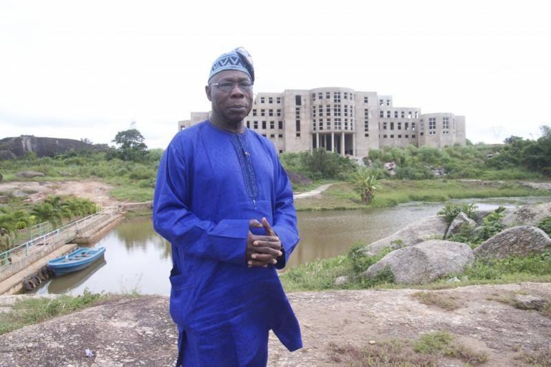 Olusegun Obasanjo, l'ex-président du Nigéria devenu éleveur de poulets, gagne 250 000 dollars par mois