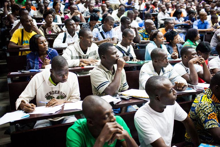 En Afrique, « on forme trop de philosophes, pas assez de soudeurs ou d'électriciens »