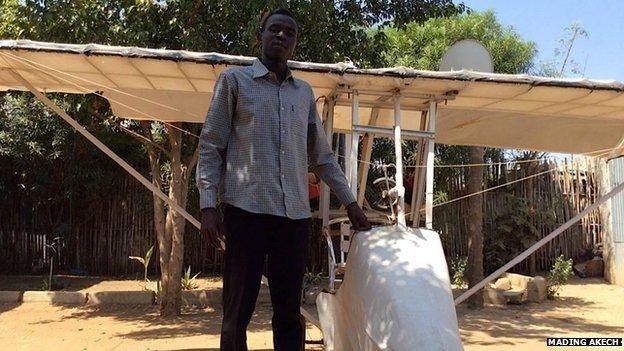 Le jeune soudanais de 23 ans qui a construit son propre avion