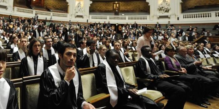 Bourses d'études offertes par l'État roumain aux citoyens étrangers