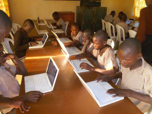 Kenya : le gouvernement va acquérir près d'un million d'ordinateurs pour les écoles primaires
